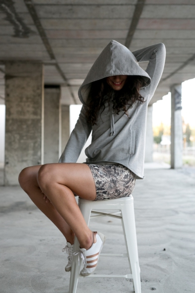 MOVEPRETTY++the+jane+hood+-+grey+++the+zepant+-+snakeskin (1)