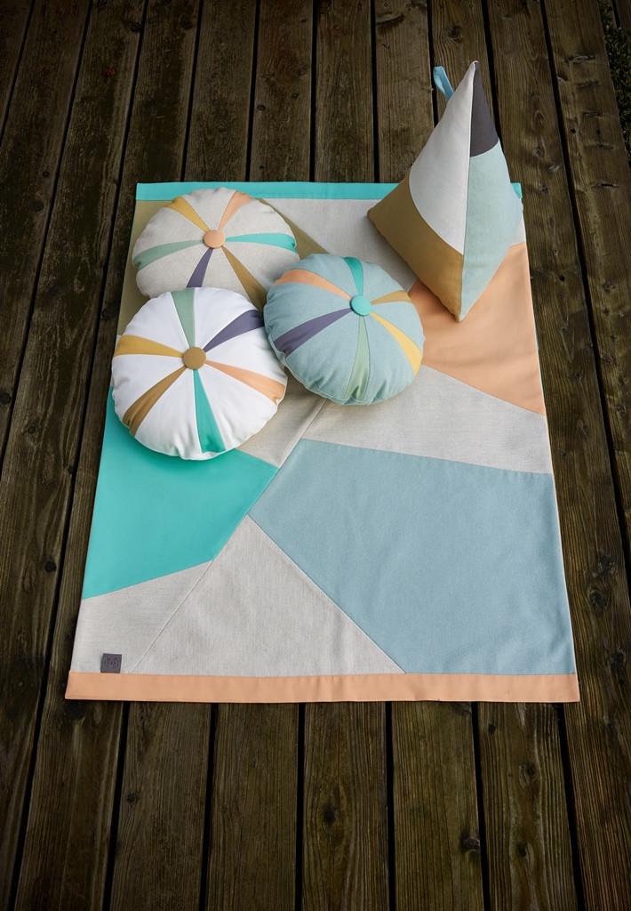 PdB_SS15_Petit_Bleu_Cushions_Blanket